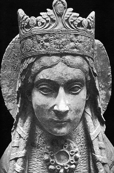 Статуя Св. Клотильды. Нотр-Дам де Корбей